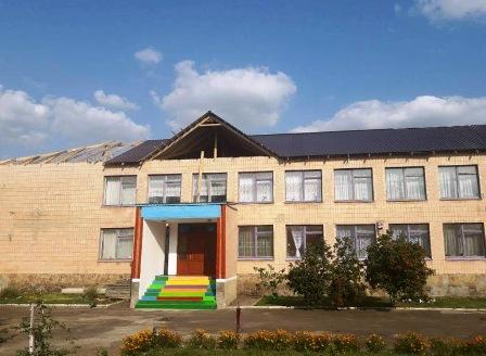 На Дубенщині школа майже з новим дахом