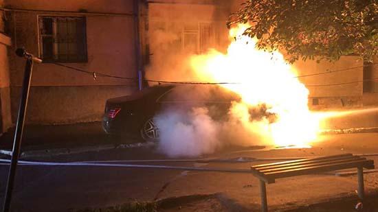 Рівненський депутат підпал автівки пов'язує з політичною та професійною діяльністю