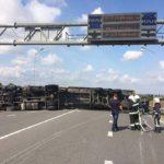 Поблизу Рівного вантажівка перекрила рух автотранспорту
