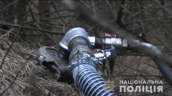 Поліцейські затримали на Рівненщині волинян за врізку в нафтопровід