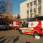 У Рівненський ЦНАП приїхали рятувальники, швидка допомога та поліція