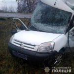 Поблизу Рівного під колесами автомобіля одна жінка загинула, інша – в лікарні