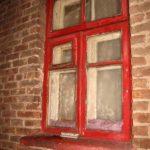 Рівнянин розбив вікно, проник у квартиру та поцупив  телефон і планшет