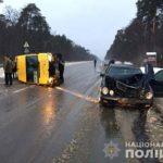 Унаслідок зіткнення маршрутки і легковика на Рівненщині травмувалася пасажирка