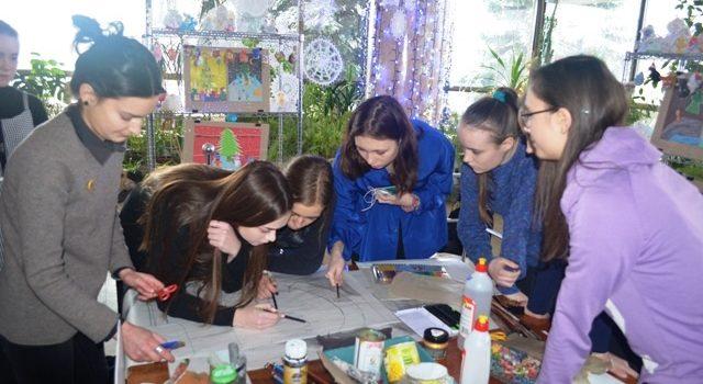 Діти з Рівного розмалювали сторінки мандрівної книги «Соборна Україна очима дітей»
