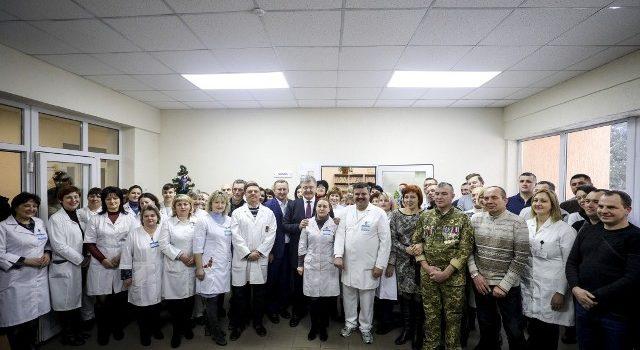 Президент відвідав поранених воїнів у Рівненському госпіталі
