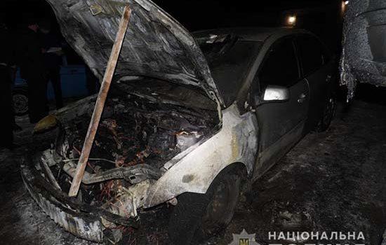 У Рівному внаслідок загоряння одного авто вогнем пошкоджено ще два