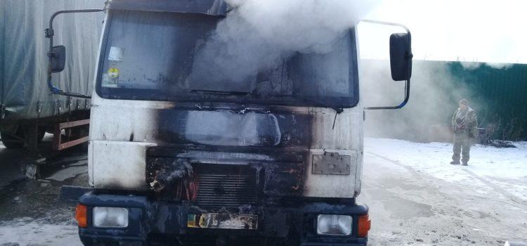 На Рівненщині горів вантажний автомобіль