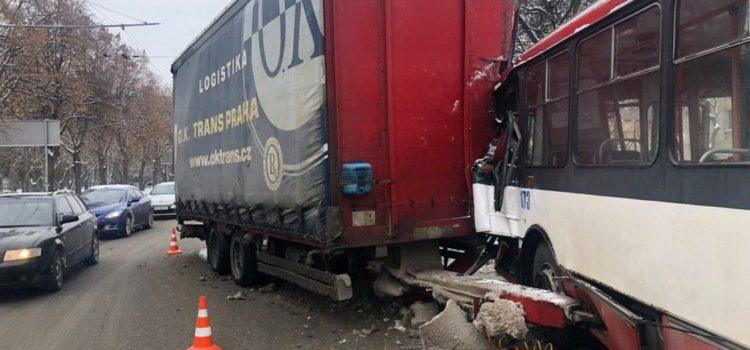 Унаслідок ДТП у Рівному постраждали водій тролейбуса, кондуктор та пасажир