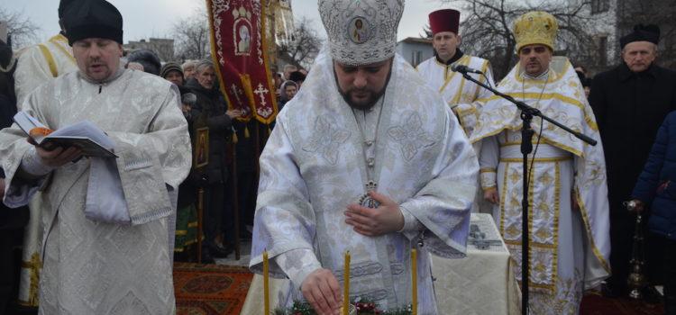 Архієпископ Іларіон звершив чин освячення води в озері на Басовому Куті