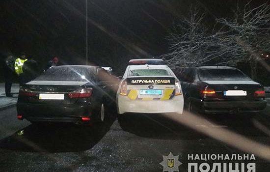 Двоє рівненських молодиків заблокували службовий автомобіль патрульного перешкоджаючи виконанню службових обов'язків