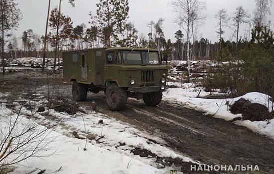 На Рівненщині викрили п'ятьох старателів, у яких вилучили авто і мотопомпу