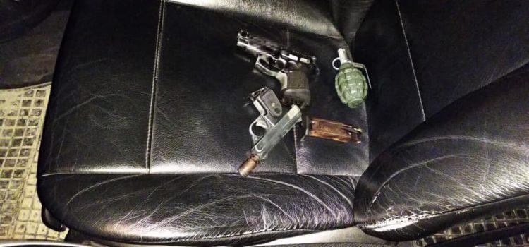 """В """"BMW"""" патрульні виявили пістолети, набої та гранату"""
