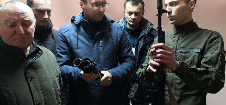 Вчителям демонстрували снайперські гвинтівки та вчили накладати турнікет