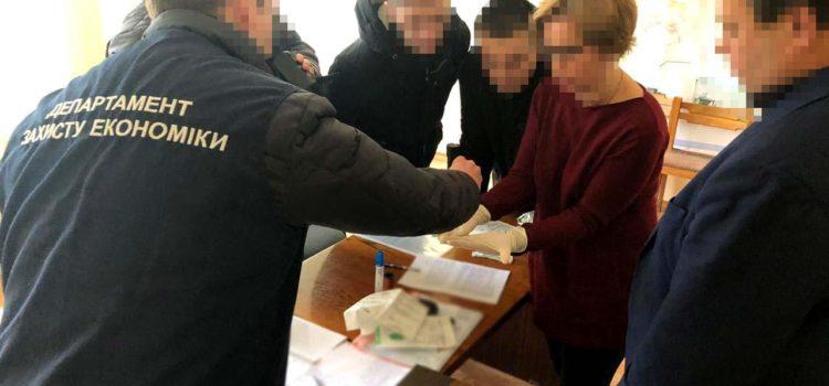 На Рівненщині поліція затримала на хабарі у 700 доларів США сільського голову