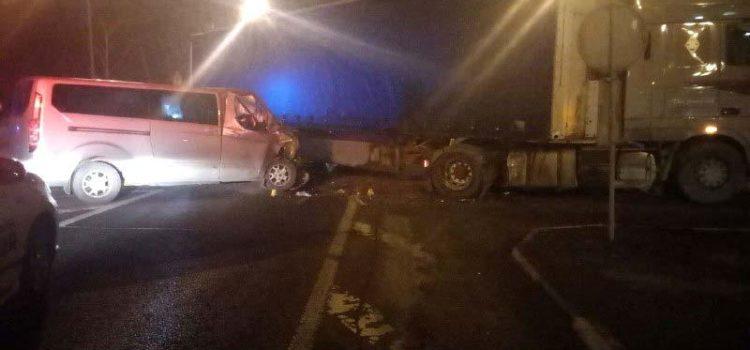На Рівненщині внаслідок зіткнення вантажівки і легковика травмувалося двоє осіб