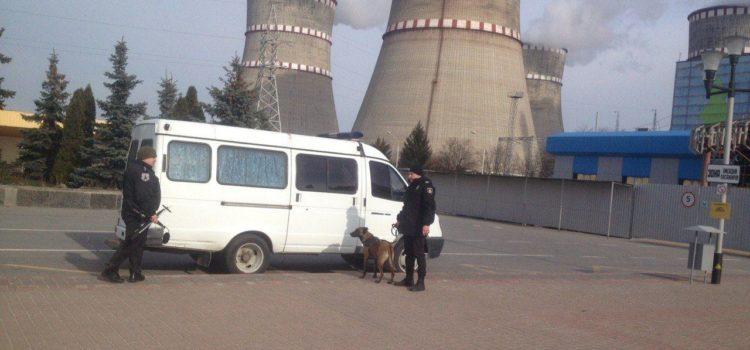 """Чоловік """"замінував"""" аеропорт та атомну і вимагав, щоб до Рівного негайно прибув Президент України"""