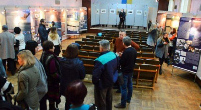 У Рівному запрацювала виставка «Донбас:переPROчитання образу»