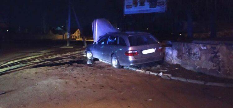 Утікаючи від поліцейських, нетверезий водій скоїв у Рівному ДТП