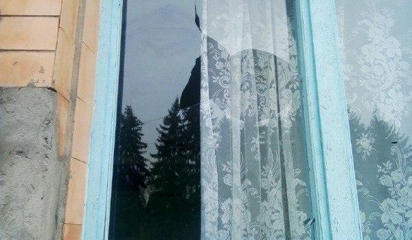 На Рівненщині невідомі пошкодили вікно виборчої дільниці
