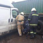 На Рівненщині рятувальники деблокували затиснутого пасажира буса після ДТП