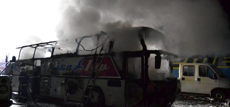 У Рівному згорів двоповерховий пасажирсьий автобус