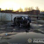 У Рівному автомобіль на швидкості в'їхав у паркан та загорівся