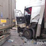 Поліція повідомила обставини ДТП за участю двох вантажівок