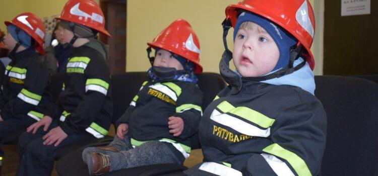 Рівненські рятувальники влаштували надзвичайне свято для сонячних дітей