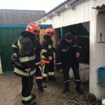 На Рівненщині бійці ДСНС врятували життя чоловіка витягнувши його з колодязя