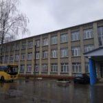 На Гощанщині сильний вітер зірвав шиферні листи з покрівлі школи