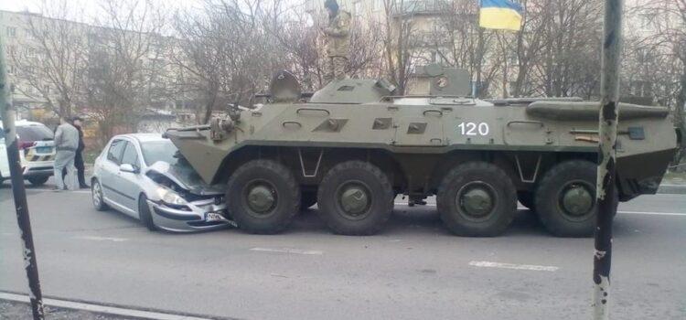 У БТРа відмовили гальма: військовослужбовці потрапили у ДТП