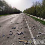 Зіткнулися дві вантажівки: один водій загинув, а іншого госпіталізували