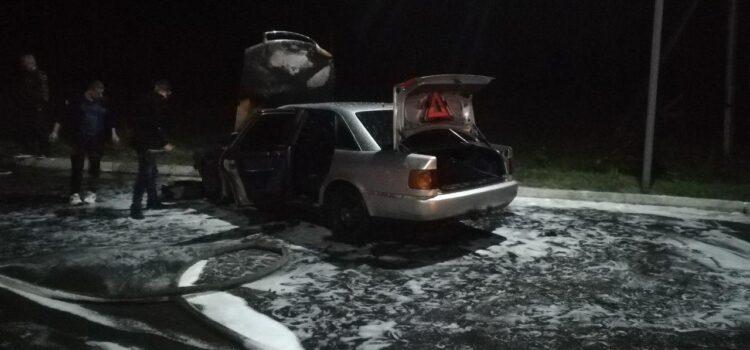 На території АЗС загорівся автомобіль