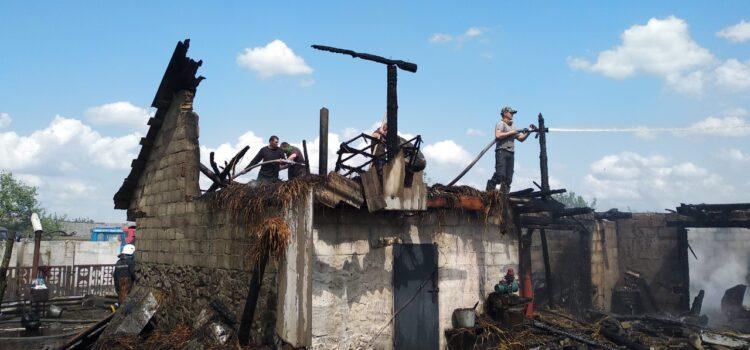 Сарненські вогнеборці ліквідували пожежу у господарчій будівлі