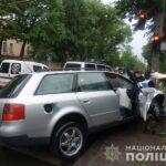 У Рівному водій, уникаючи зіткнення з іншою автівкою, в'їхав у дерево