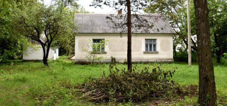 На Рівненщині чоловік убив знайомого та закопав тіло біля будинку