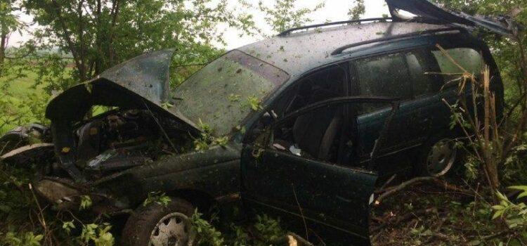 На Рівненщині автомобіль злетів у кювет: є потерпілі