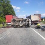 На Рівненщині сталася ДТП за участю двох вантажівок та мікроавтобуса