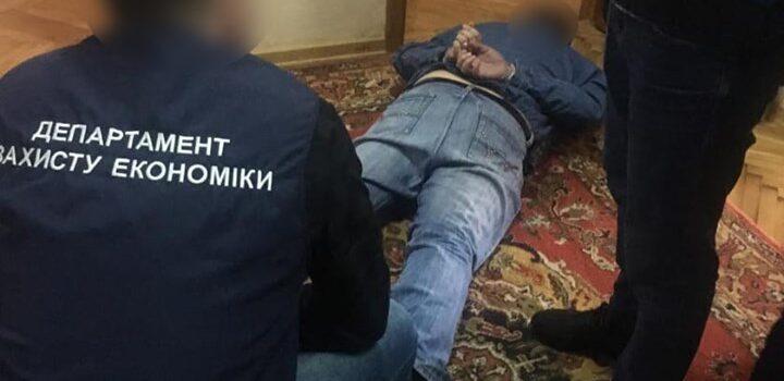На 400 тисяч гривень хабара викрили начальника рівненського ДАБІ