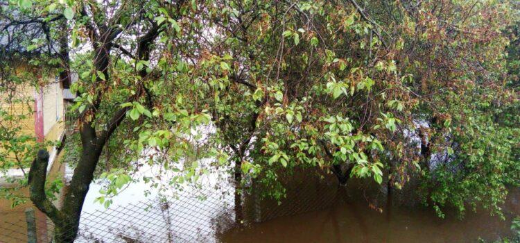 На Рівненщині через негоду затопило села