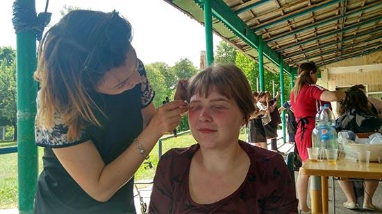 У пансіонаті «Промінь надії» важливі комунікації здобувають майбутні перукарі та візажисти