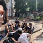 У Рівному біля поліції активісти громадянського руху провели імпровізовану лекцію