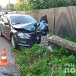 У Рівному внаслідок зіткнення із електроопорою постраждав водій