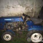 На Рівненщині зловмисники викраденим трактором перевозили металобрухт
