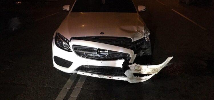 Унаслідок нічної автопригоди у Рівному травмувався водій