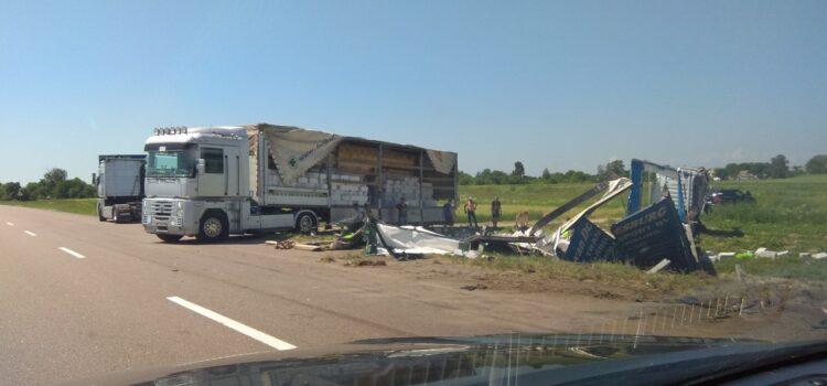 На Рівненщині у ДТП потрапили дві вантажівки (ФОТО)
