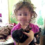 На Рівненщині жінка, щоб не забрали дітей, поприбирала в хаті…