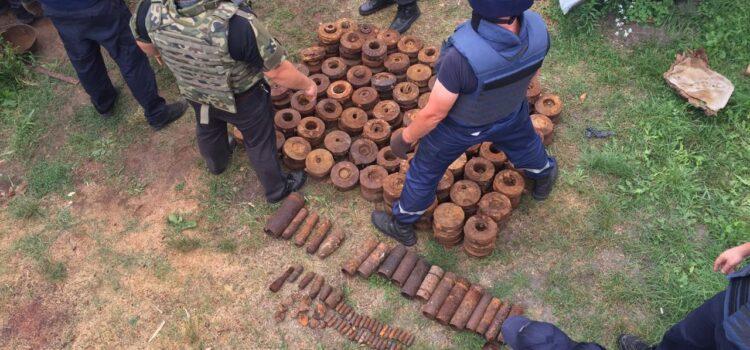 Понад тисячу вибухонебезпечних предметів вилучили у господарстві чоловіка де загинули діти (ВІДЕО)