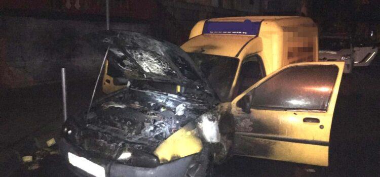 У Рівному поліцейські розслідують підпал авто, яким користується партія кандидата в депутати
